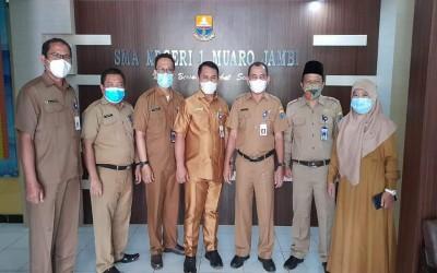 Plt.Kadis Pendidikan dan Kepala BKD Provinsi Jambi Sambangi SMAN 1 Muaro Jambi