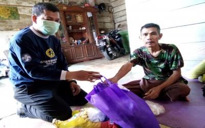 Sambangi Rumah Siswa,  Beri bantuan Sembako